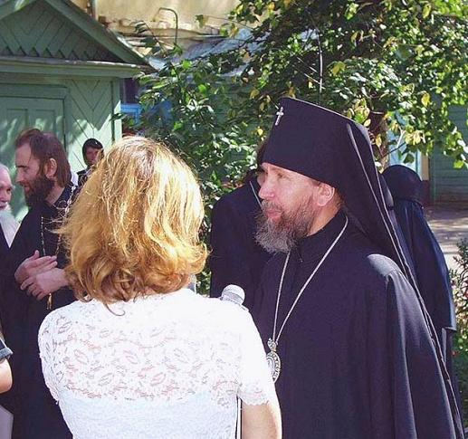 archbishop-anastassy-of-kazan-w-the-press.jpg