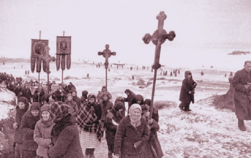 procession-at-the-front-ww2