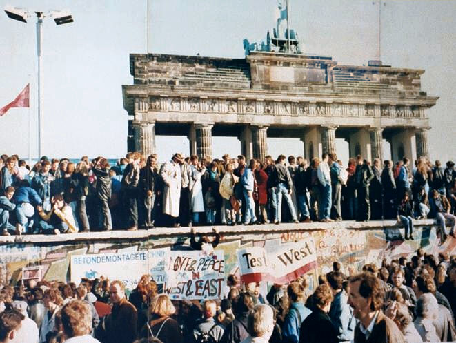 the-fall-of-the-berlin-wall1989
