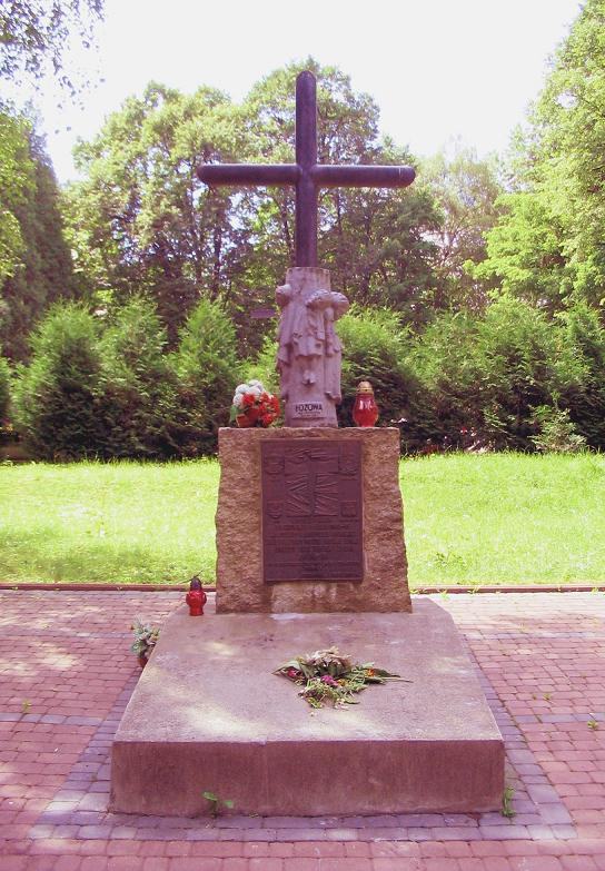 monument-to-poles-killed-by-the-upa