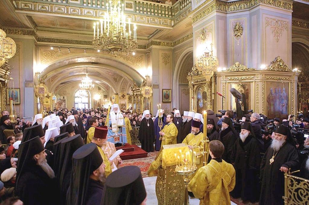 patriarch-kirill-at-the-epiphany-cathedral-1