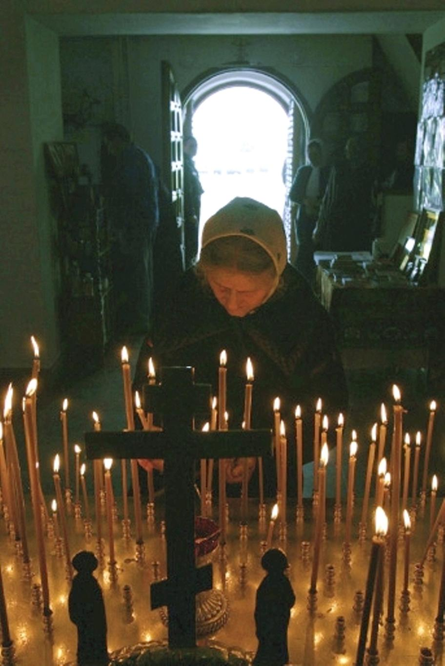 russian-orthodox-church-candles