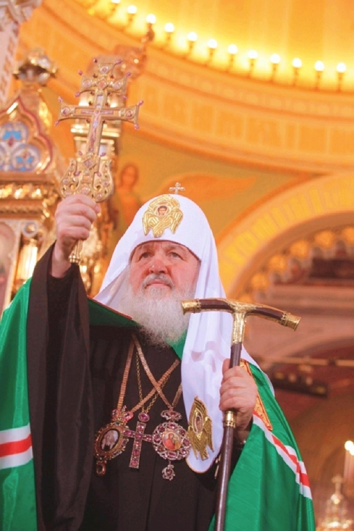 Patriarch Kirill is the first to receive an Orthodox luxury phone 01/19/2017 52