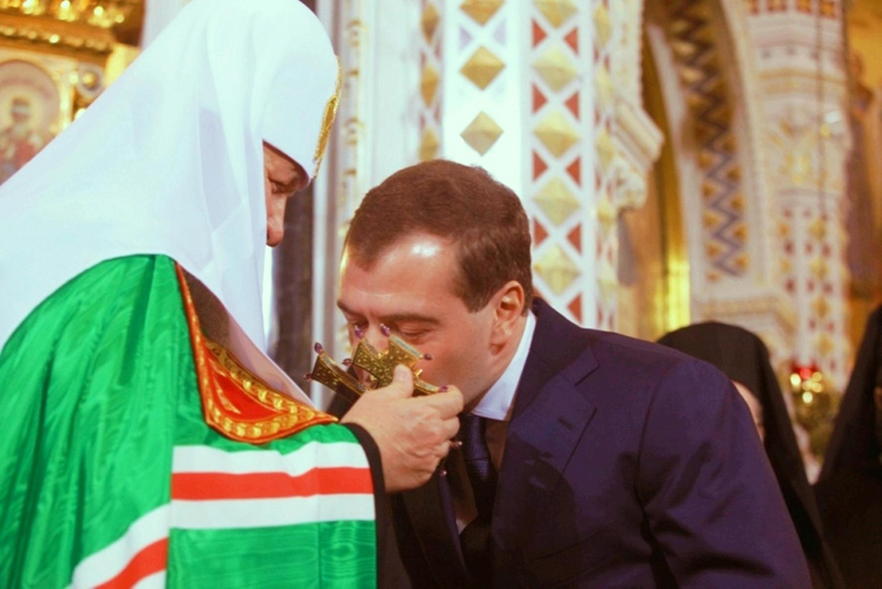 patriarch-kirill-and-medvedev