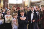 russian-orthodox-faithful-in-church-1