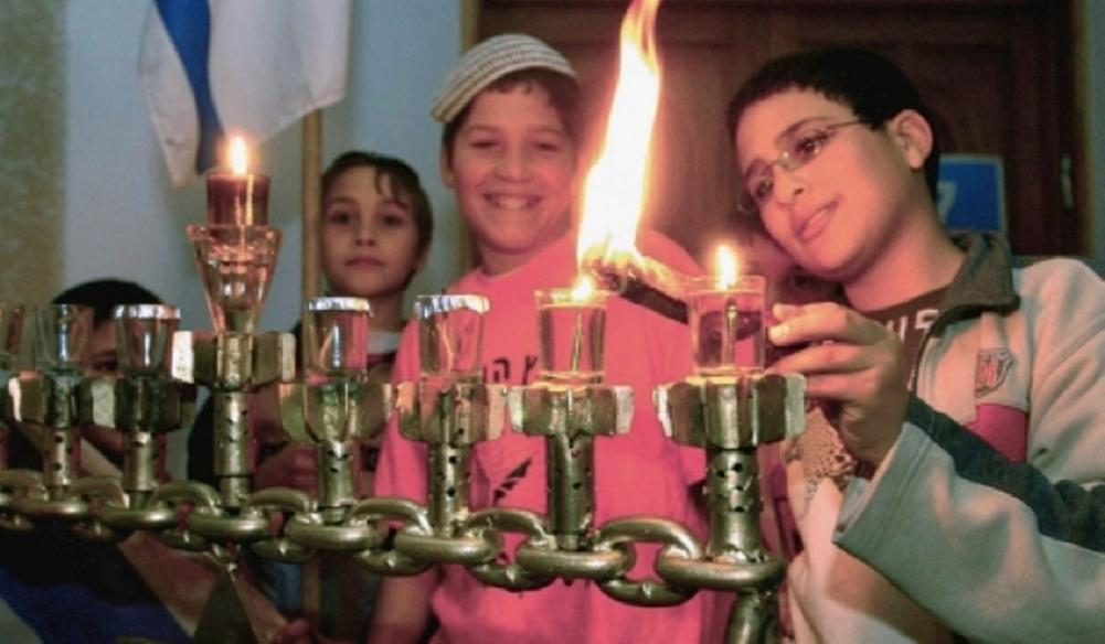 hanukkah candles in moscow