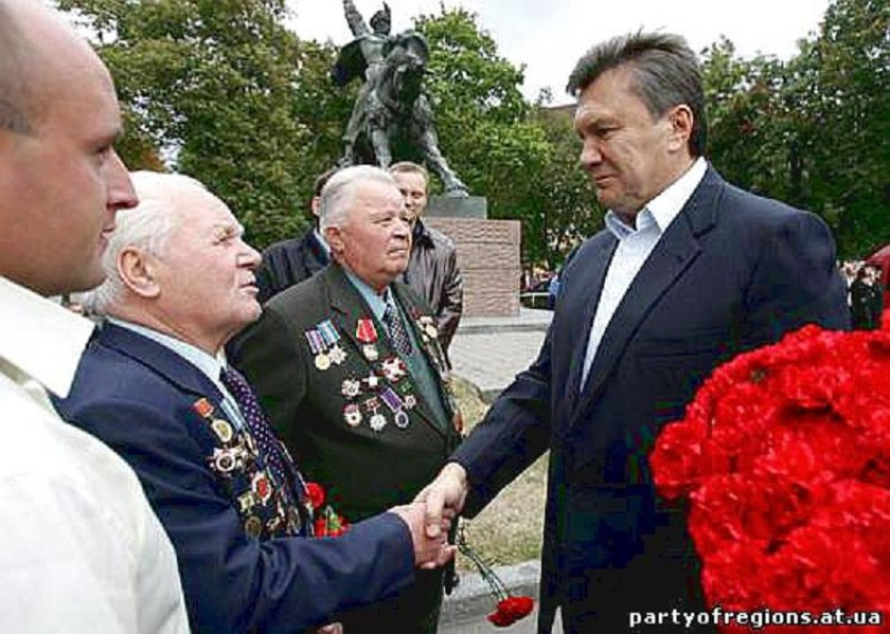 yanukovich with veterans