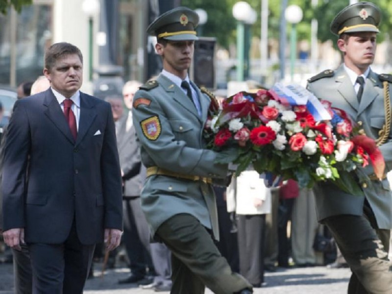 V Day in Slovakia 03 PM Fico lays wreath at Victory Monument