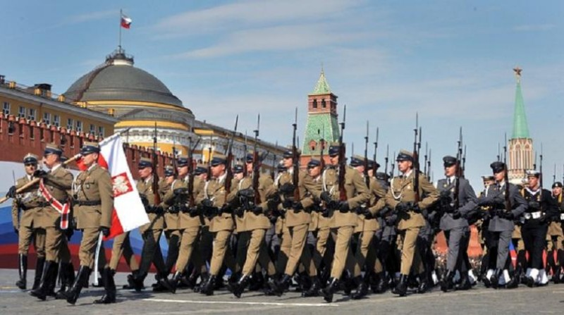 Polish soldiers march through Red Square