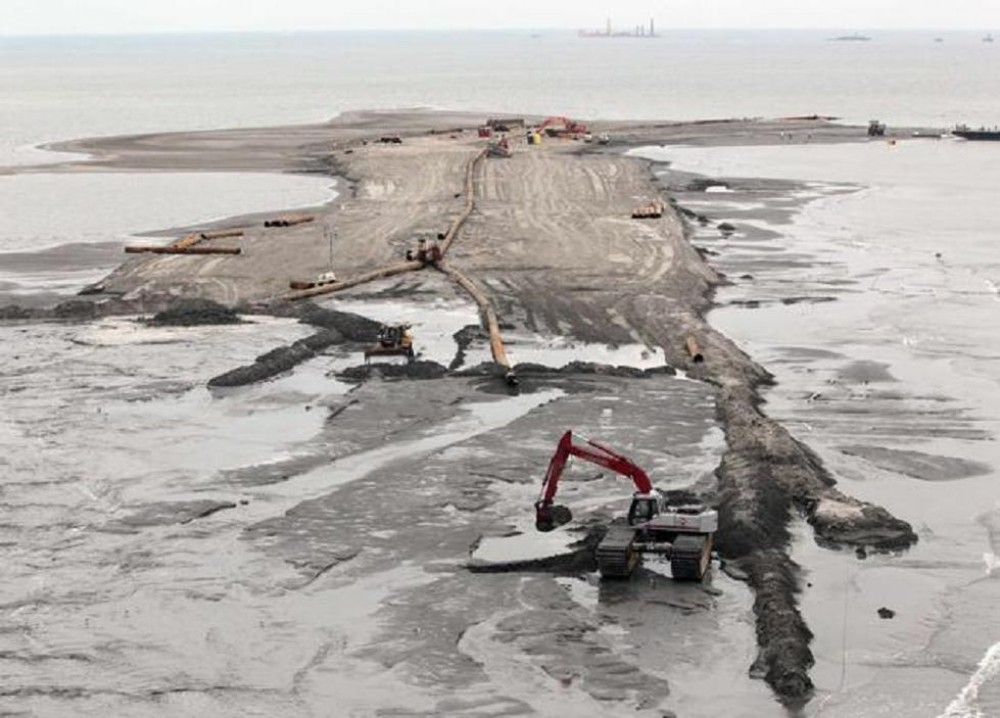 gulf mexico oil spill research paper It is an independent research program that studies  horizon oil spill many gulf  coast residents have questions  during an oil spill7,8 applying dispersants  was just one of  not work well on some types of oil and spraying them on patchy  oil.