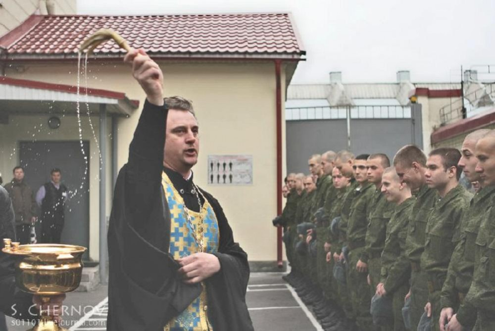 01 priest blessing new recruits in St Petersburg
