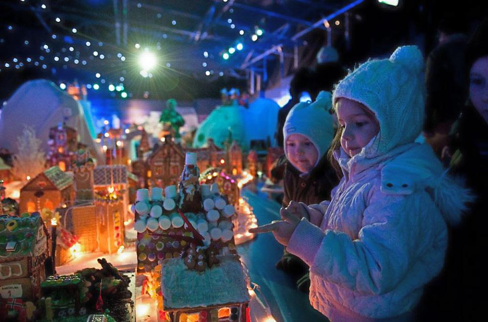 01 Christmas Fair in Bergen Norway | Voices from Russia