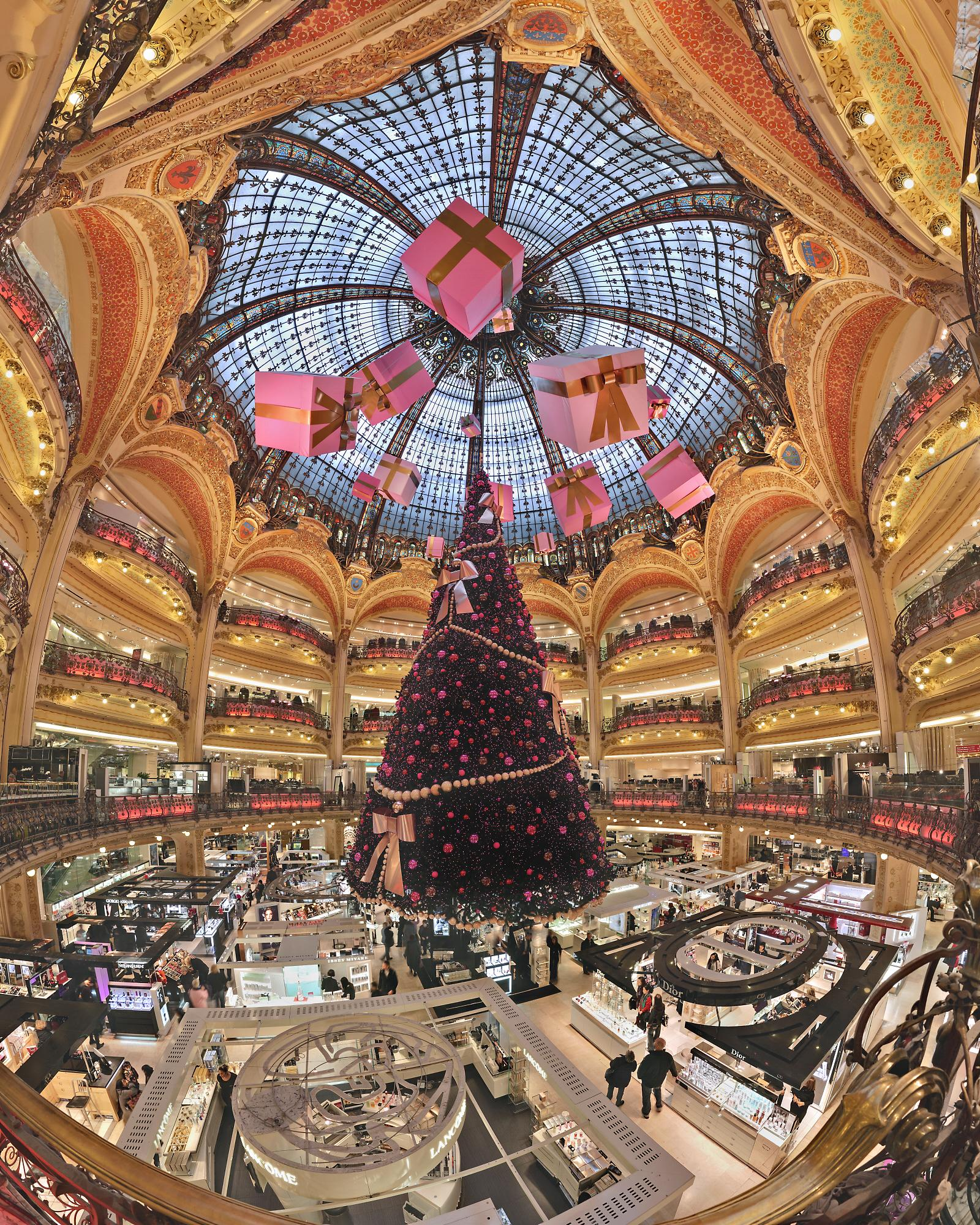 01 Galeries Lafayette Christmas Decoration