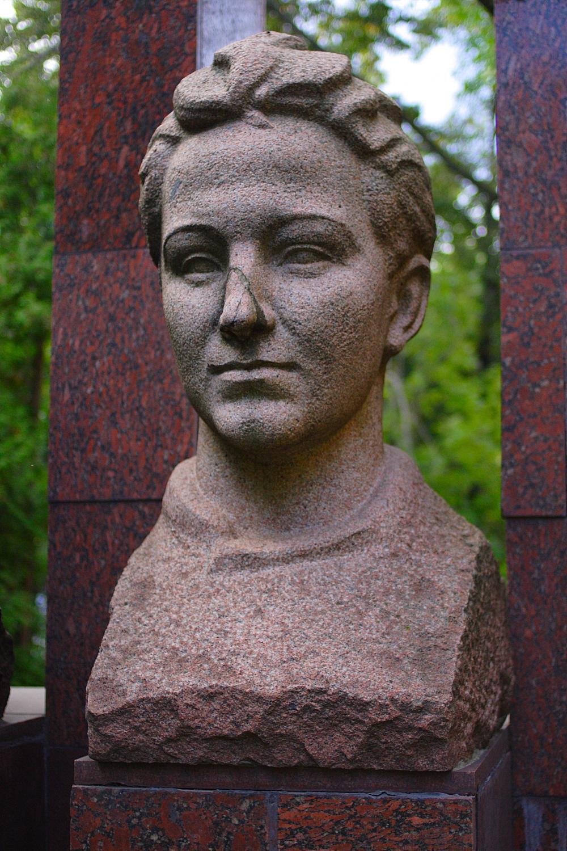 01 Zoya Kosmodemyanskaya memorial