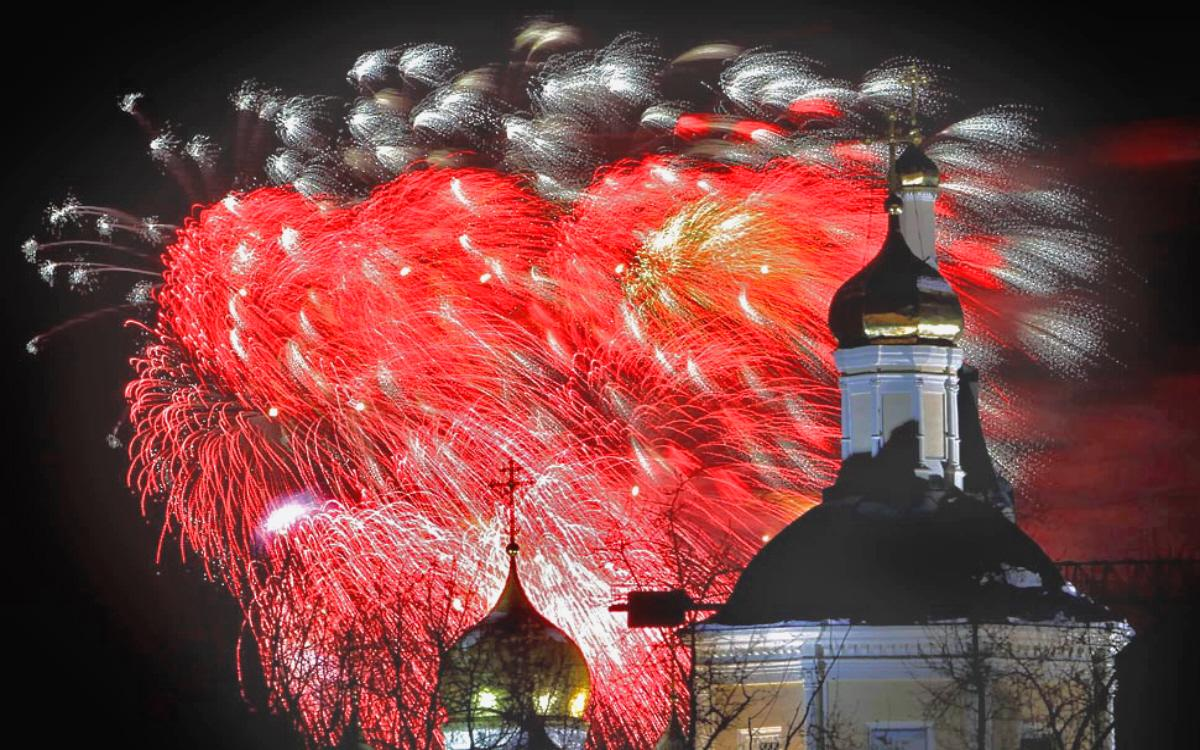 04c-fireworks-defenders-of-the-motherland-day