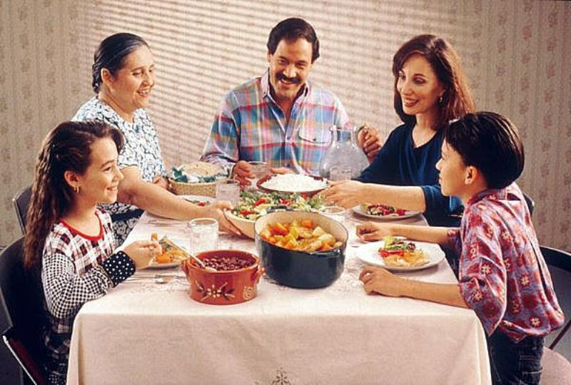 01 family dinner