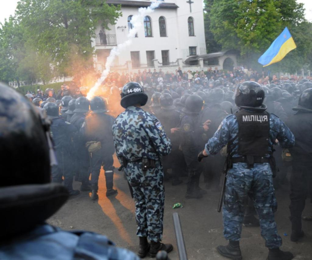 01-neo-nazi-thugs-in-lvov
