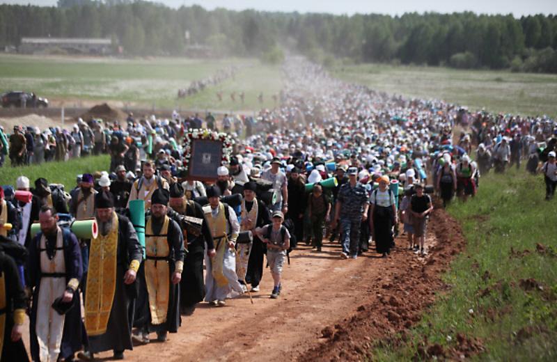 [Image: 02a-kirov-oblast-procession-90-kilometres-long-1.jpg]