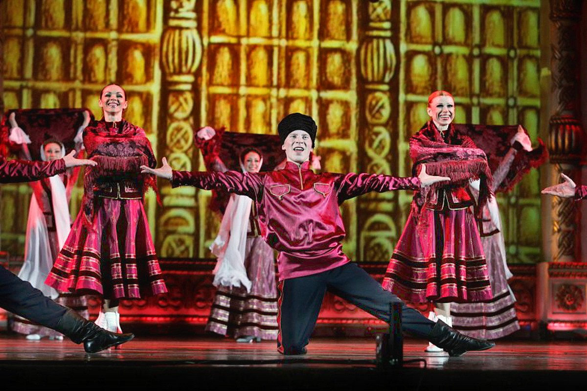 00 Russian National Ballet Kostroma Cossack Dance 12.11