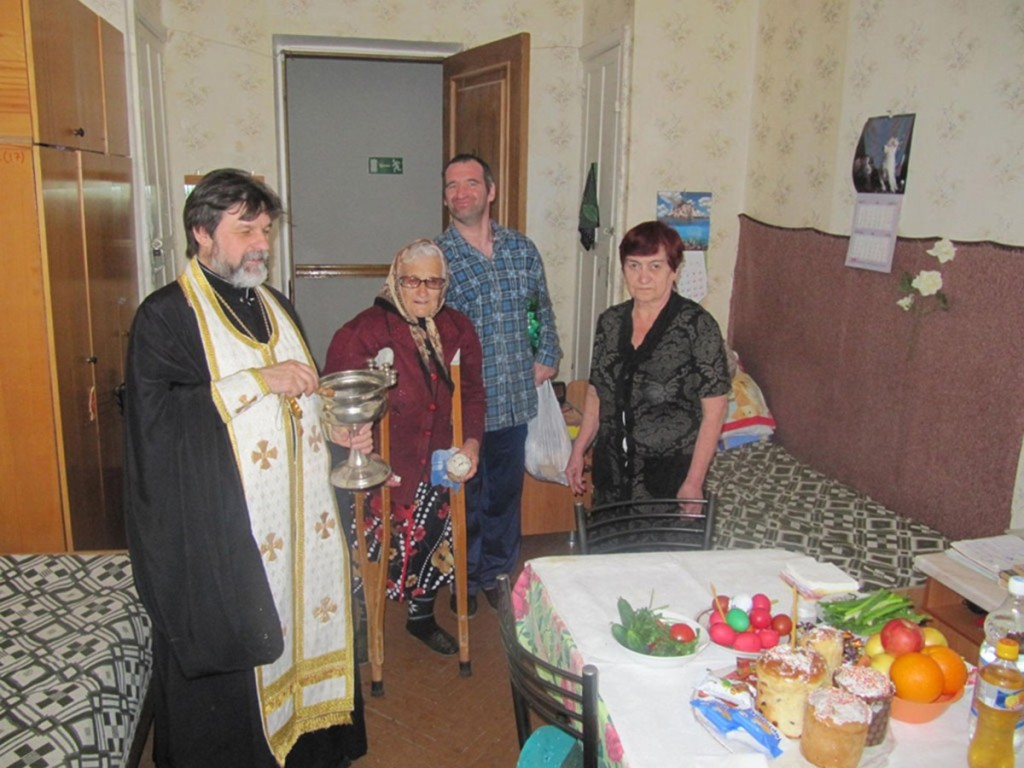 00b Easter in Pyatigorsk. old folks