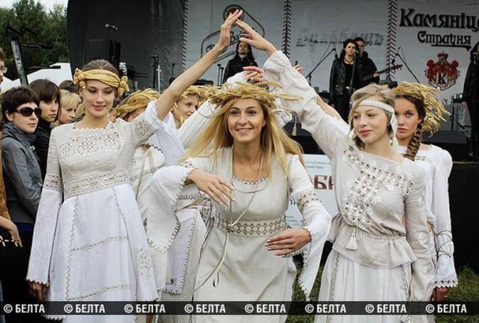 http://02varvara.files.wordpress.com/2012/09/00k-kamyanitsa-folk-festival-belarus-17-09-12.jpg?w=800