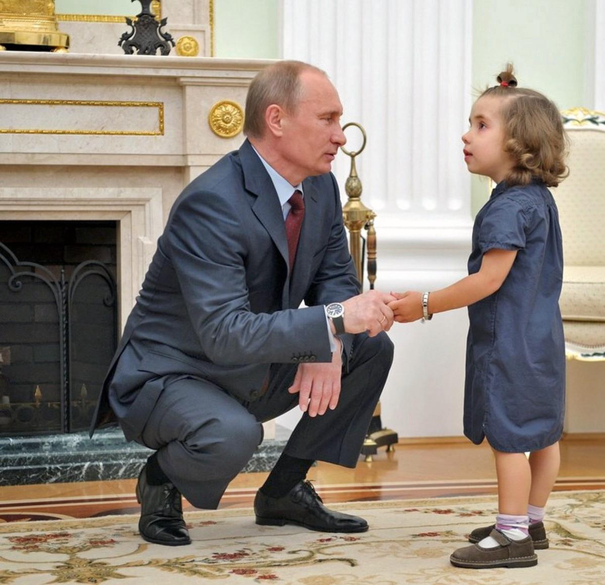 00 Putin with child. 07.10.12
