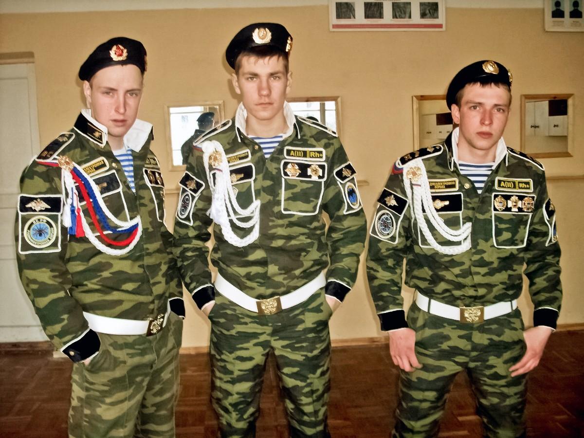 افضل واسوا تموية فى العالم - صفحة 3 00-russian-army-roll-on-my-demob-31-10-12