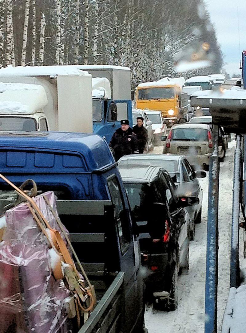 00b M10 traffic jam. moscow-st petersburg. 04.12.12