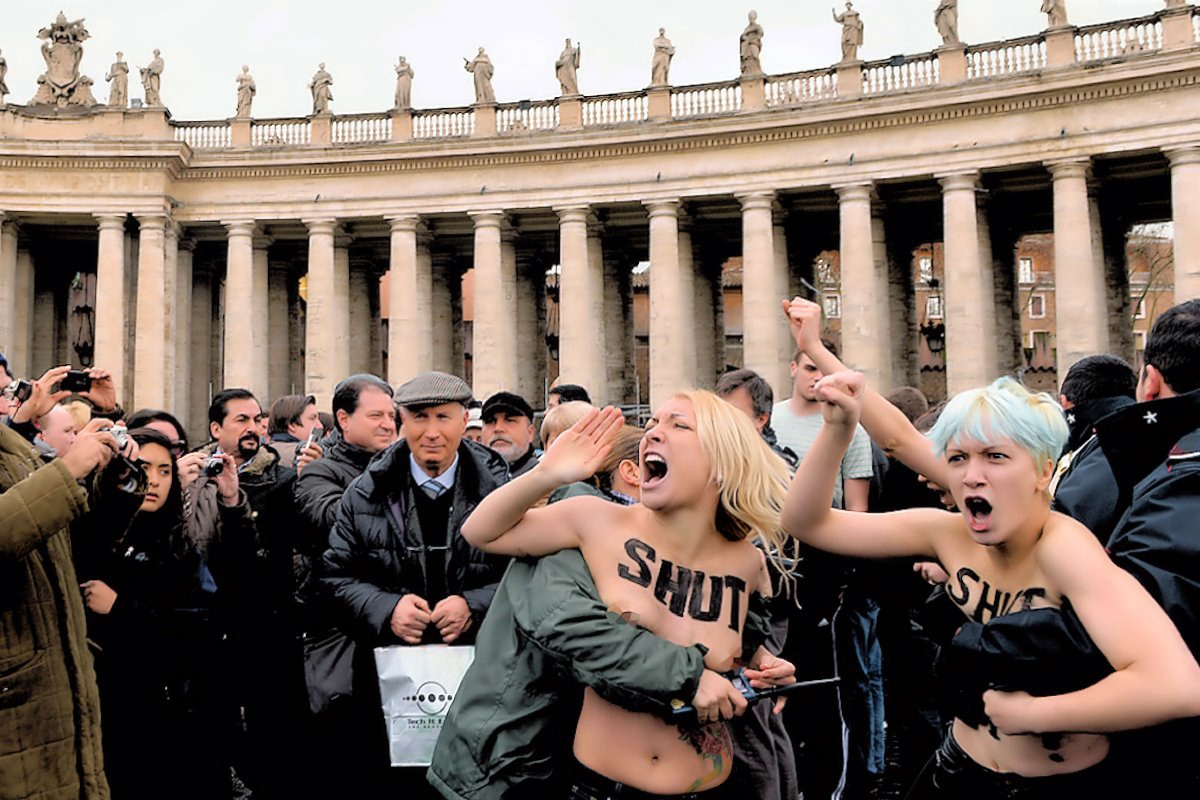 00 Femen topless protest. Vatican. Rome. gay rights. 13.01.13