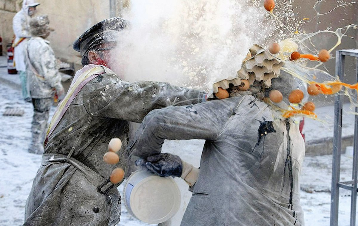 00e Flour War in Spain. Ibi in Valencia. 01.01.13