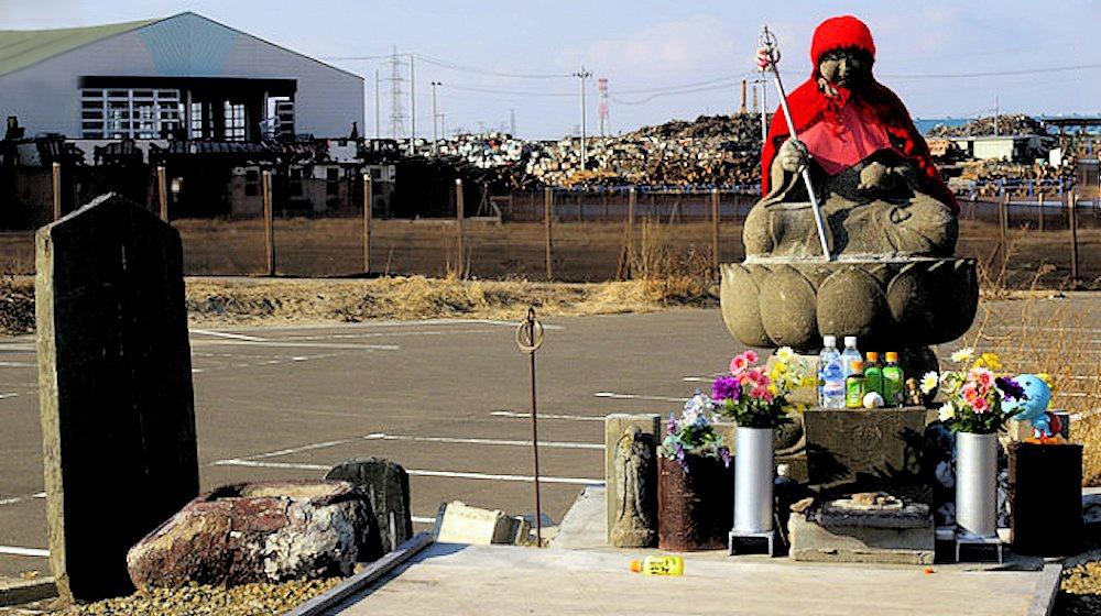 00 Japan. tsunami. statue in Miyagi of Jizo Bosatsu. 10.03.13