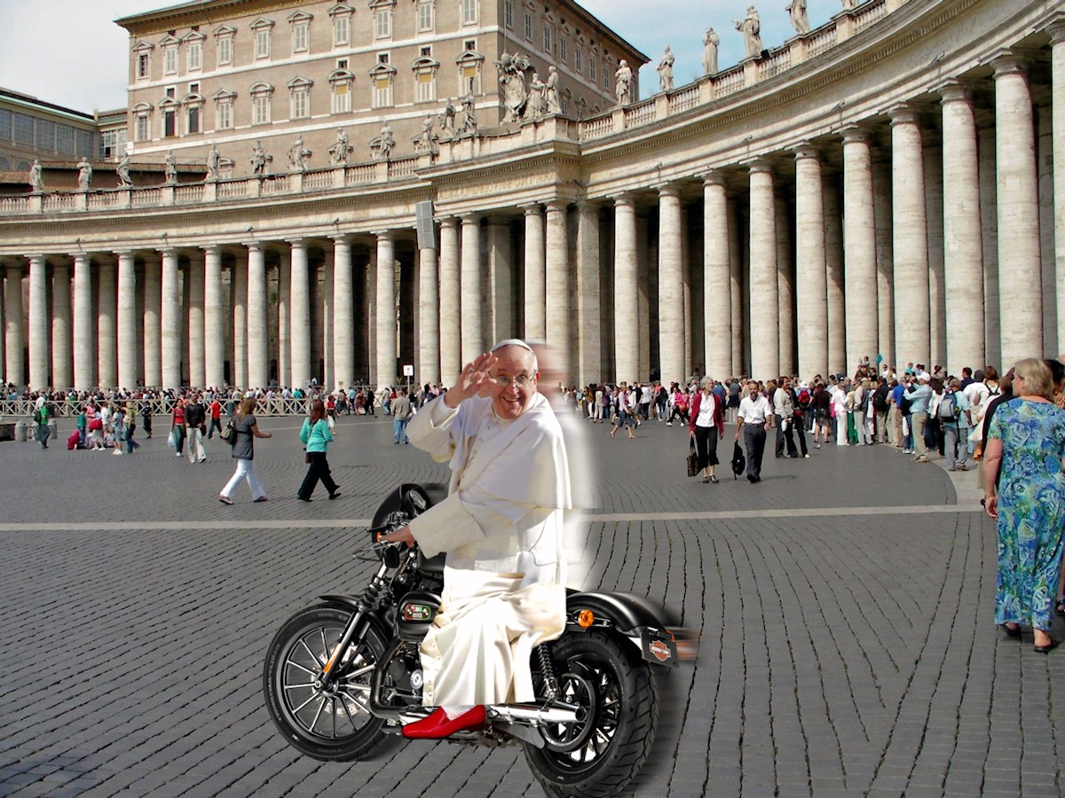 00 Pope Francisco. motorcycle. Rome. St Peter's Square. 16.06