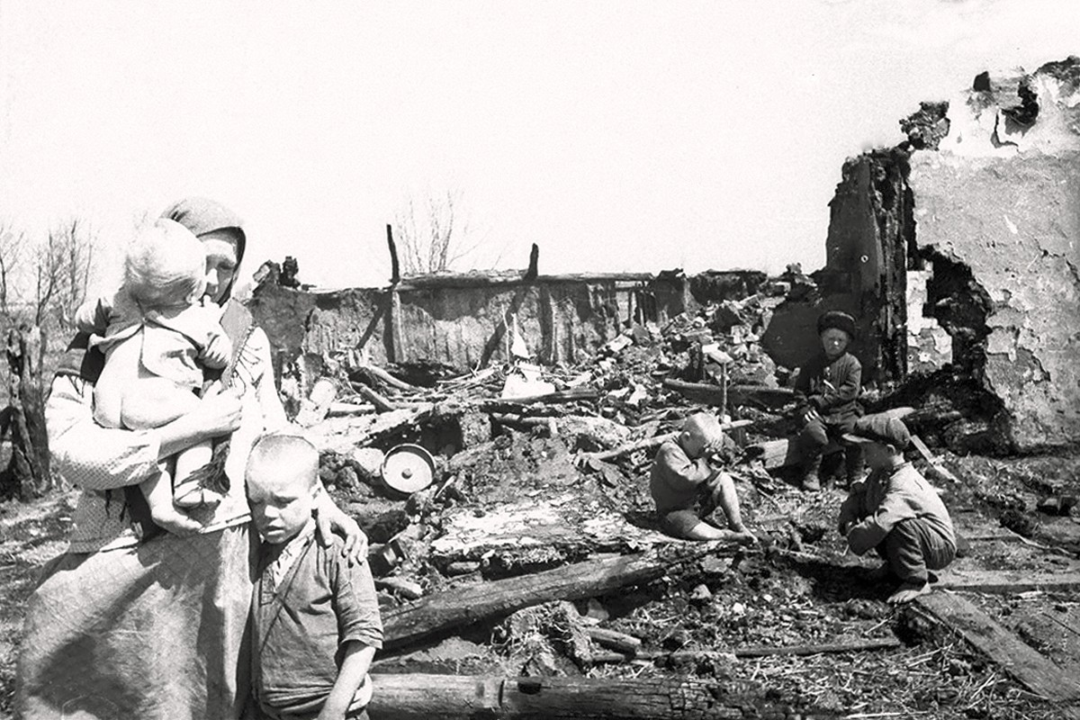 00 Destroyed Russian Village. VOV. World War II. 02.07.13