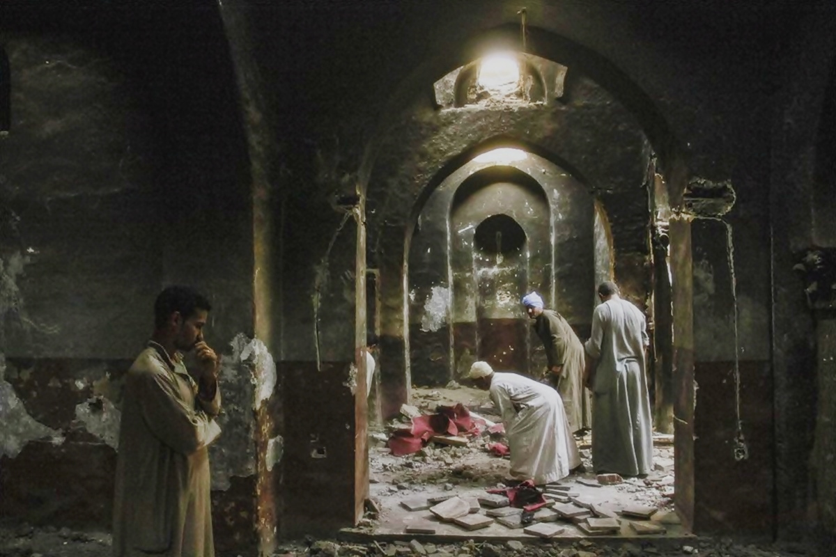 00 Dalga EGYPT. looted Coptic Church. 08.09.13