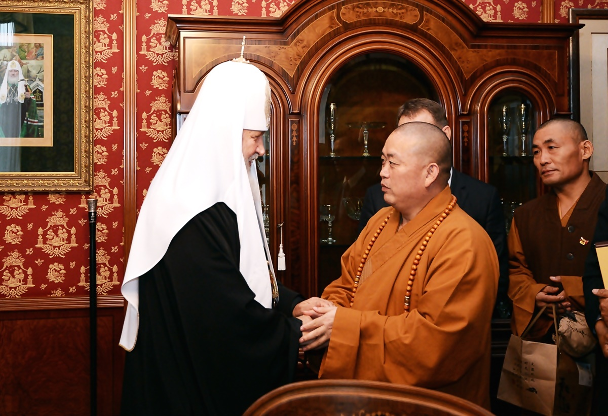00 Patr Kirill with Shaolin Abbot. 01a. 08.09.13