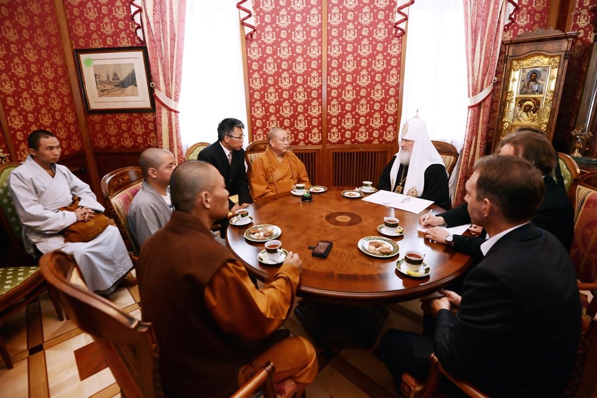 00 Patr Kirill with Shaolin Abbot. 01b. 08.09.13