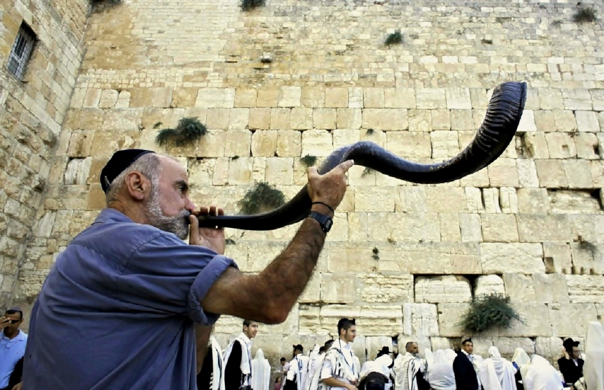 22 September 2014. Give Your Jewish Friends a Hand… the High Holies