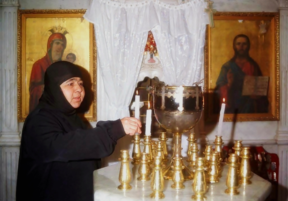 00 Syrian nun in Ma'aloula. 08.09.13