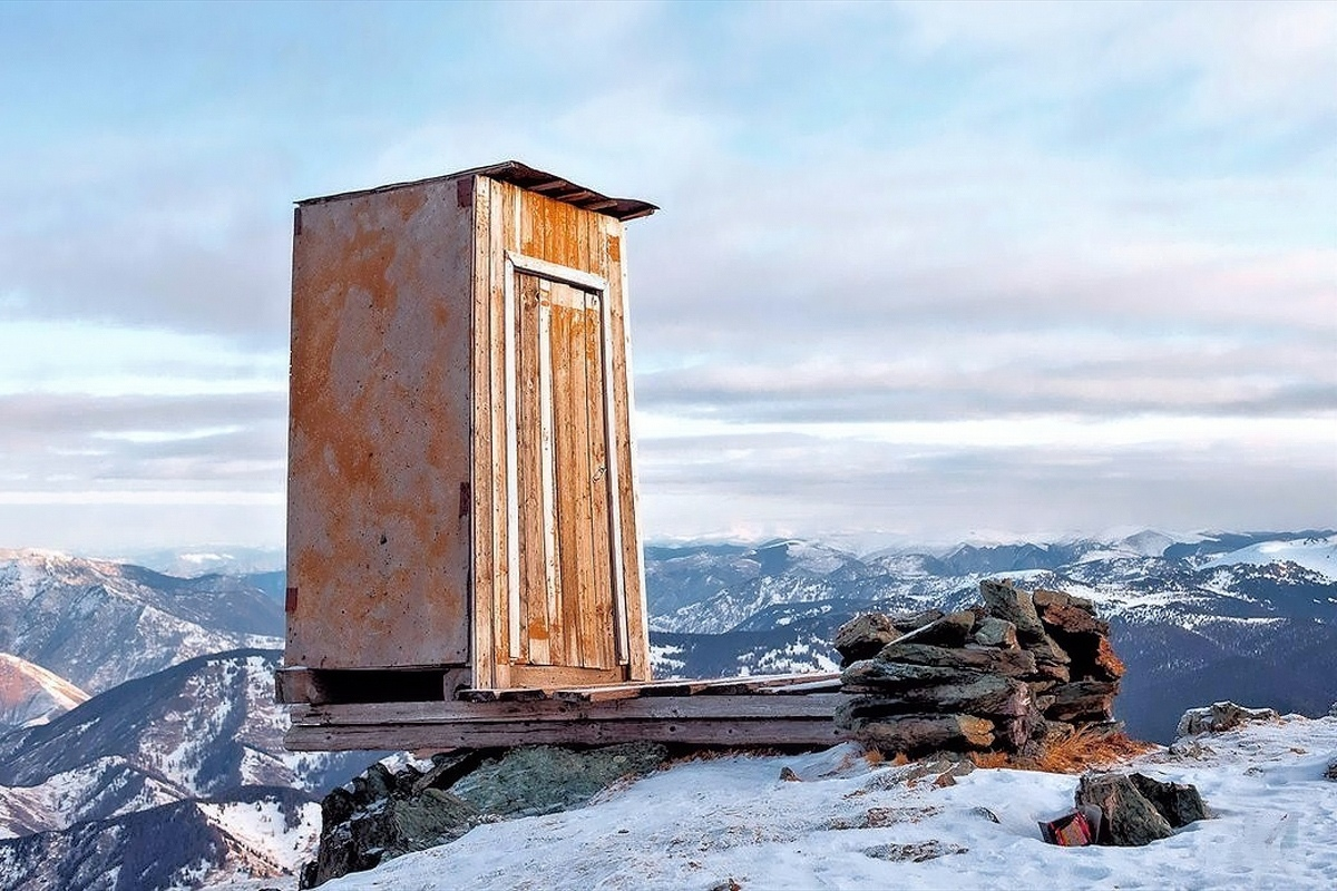 00 Little House in Kara Tyurek meterological station. Altai Mountains. RUSSIA. 21.10.13