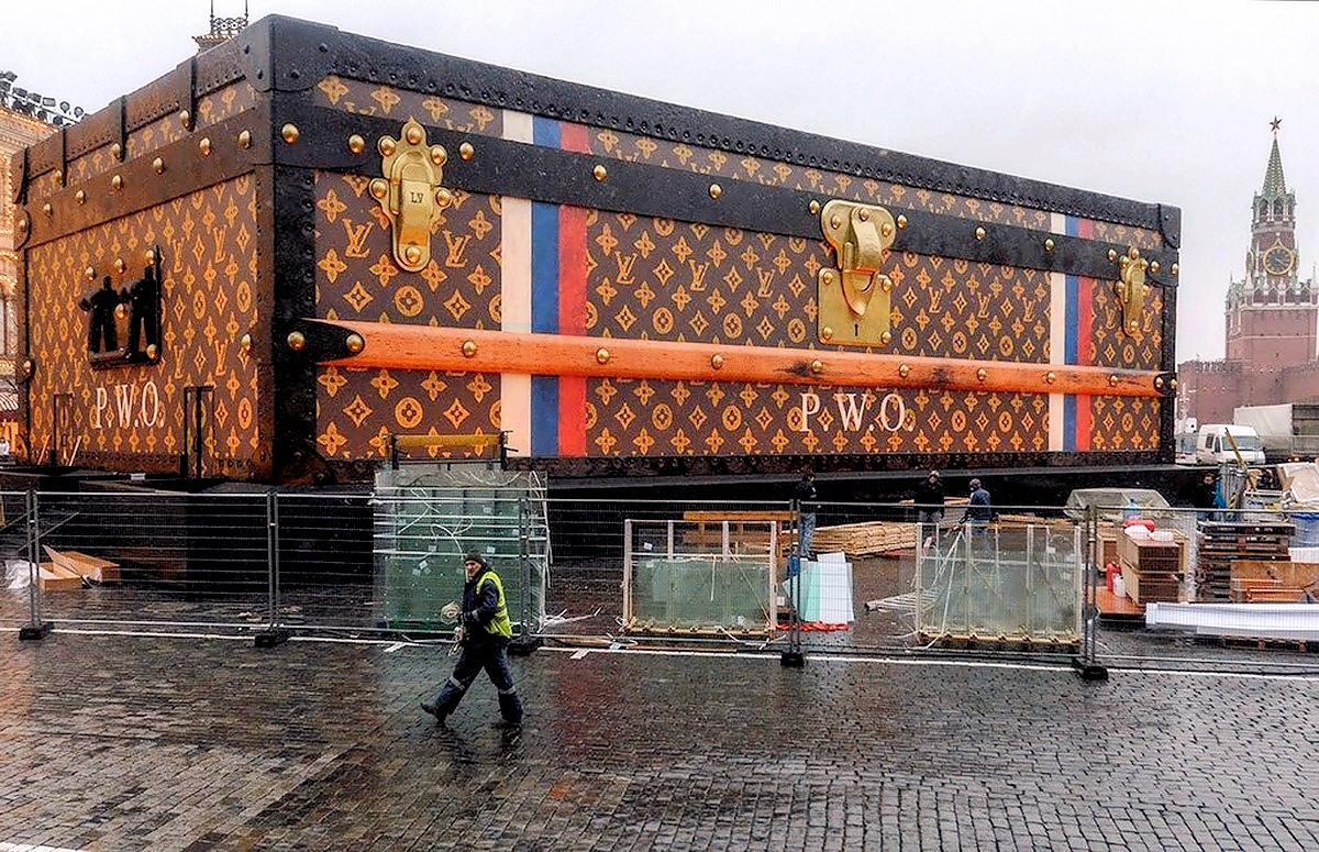 00 Louis Vuitton pavillion Red Square. Moscow RUSSIA. 28.11.13