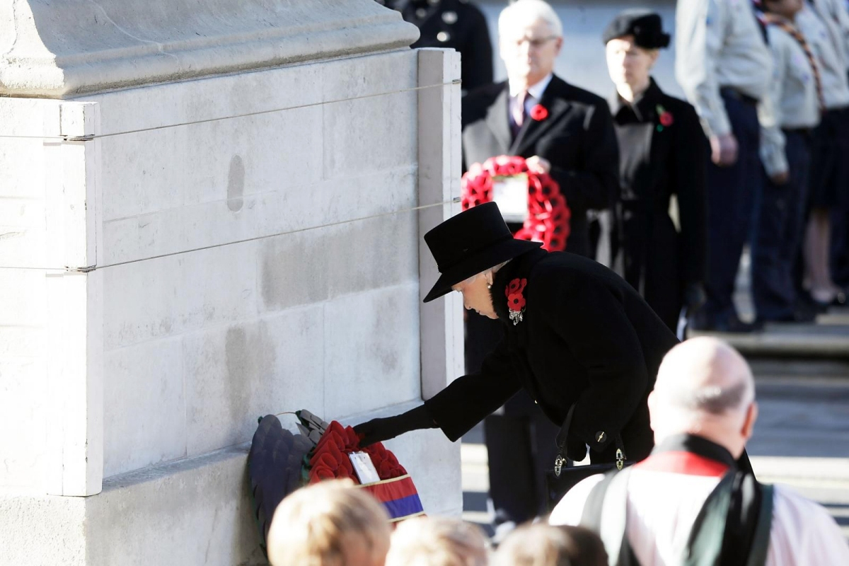 00 Queen Elizabeth. The Cenotaph. Whitehall, London UK. Remembrance Day 2013. 10.11.13