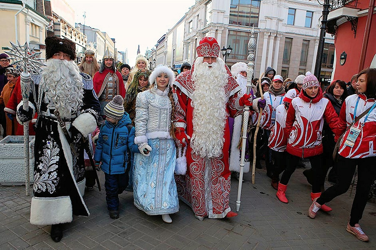 00 Ded Moroz Parade. Kazan. Tatar Republic. RUSSIA. 13.12.13