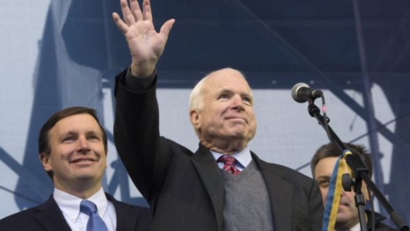 00 John McCain in Kiev. 15.12.13