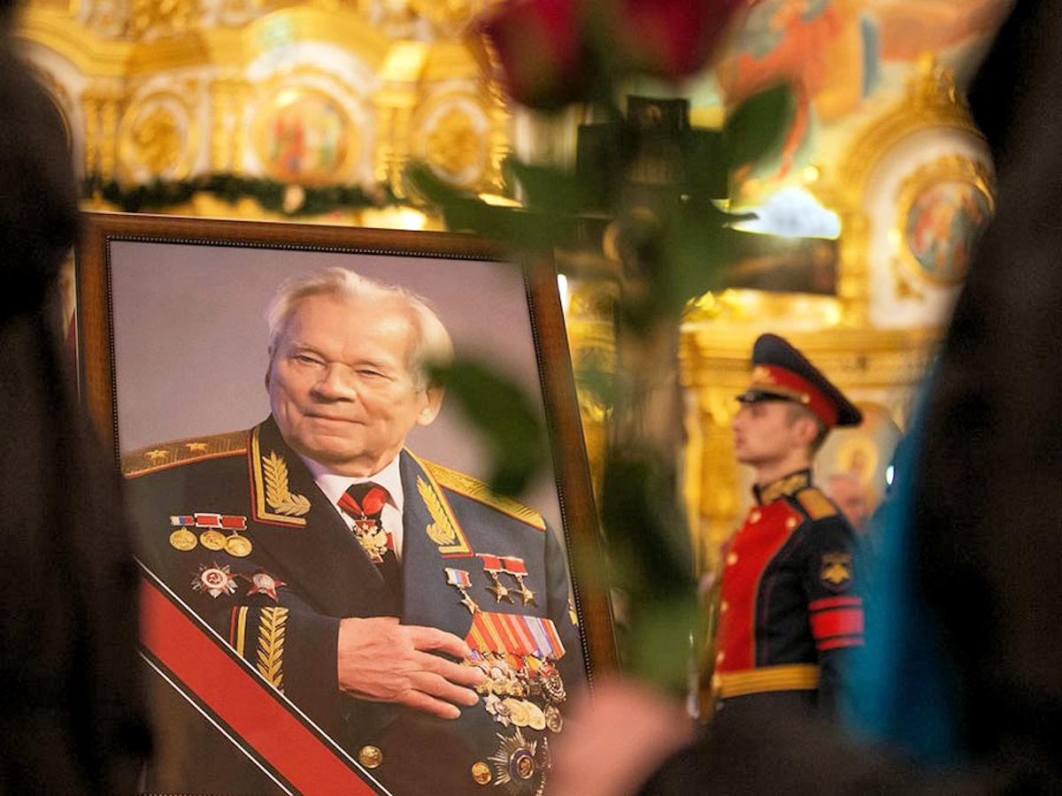 00 Kalashnikov funeral 01. Izhevsk. 29.12.13