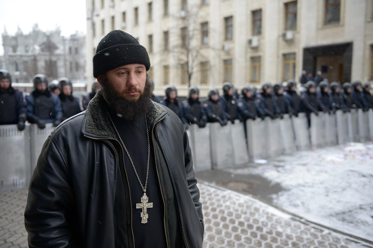 00 MP Priest on the Maidan. Kiev THE UKRAINE. 15.12.13
