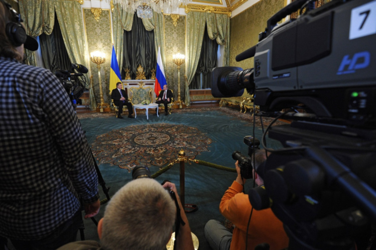 00 Putin meets with Yanukovich in Moscow RF. 18.12.13