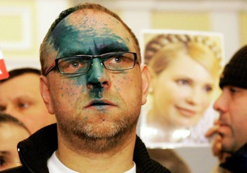 00 Ukrainian oppo politician 'dyed' by fed-up ordinary Ukrainian. 28.12.13