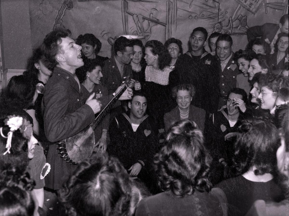 00 Pete Seeger 03 1942. 01.02.14