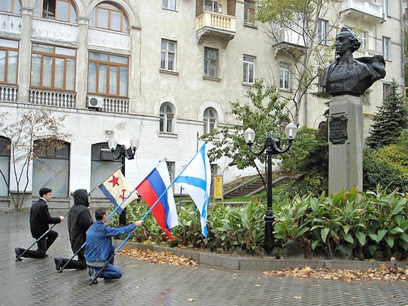 00 Sevastopol. KPU militants. 11.02.14
