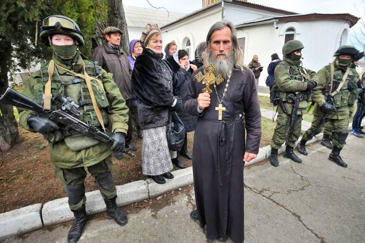 00 Ortodox priest. Simferopol. patriotic forces. 02.03.14